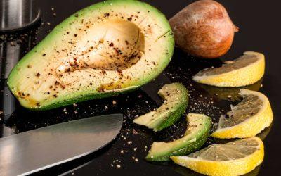 Qué alimentos se guardan en la nevera y cuáles no