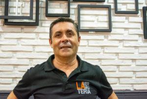 Manuel gerente de la vermuteria almeria